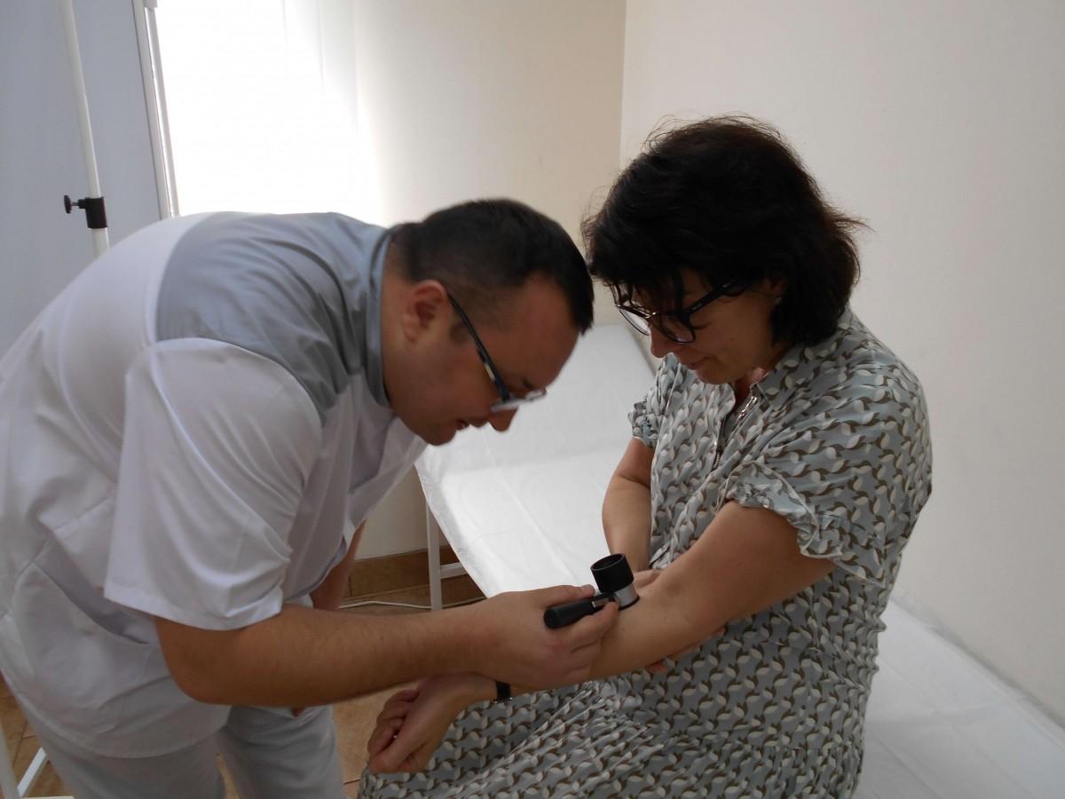 дерматовенеролог Ленкин перед электрокоагуляцией