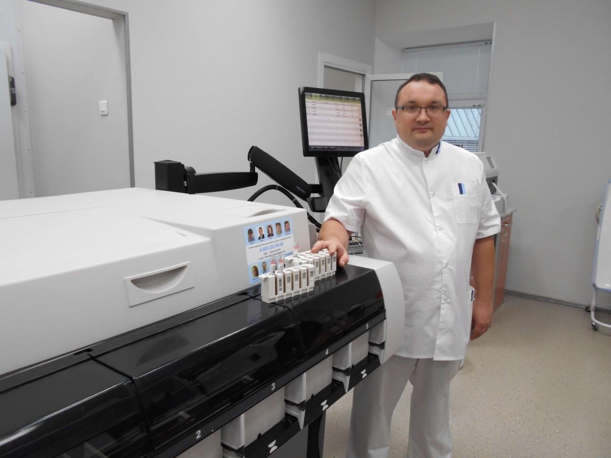 венеролог Ленкин С.Г. в лаборатории