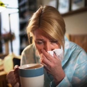 Цитомегаловирусная инфекция нередко протекает по типу риновирусной или респираторной инфекции