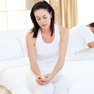 хламидиоз приводит к развитию спаечных процессов в репродуктивных органах и возникновению бесплодия