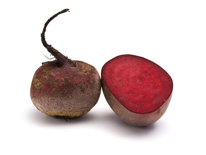 розовый оттенок моча может приобретать вследствие употребления в пищу свеклы,