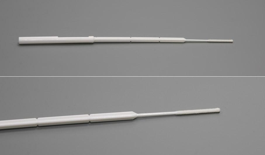 зонд вводят в мочеиспускательный канал на несколько сантиметров и берут мазок.