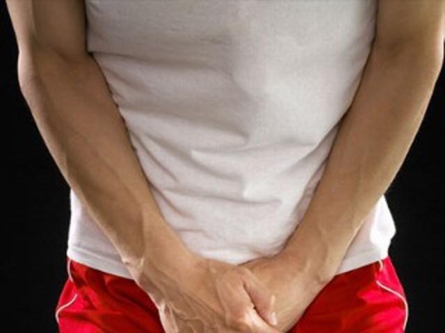 боль при гонорее может отдавать в одно или оба яичка, в его придаток, а также в предстательную железу