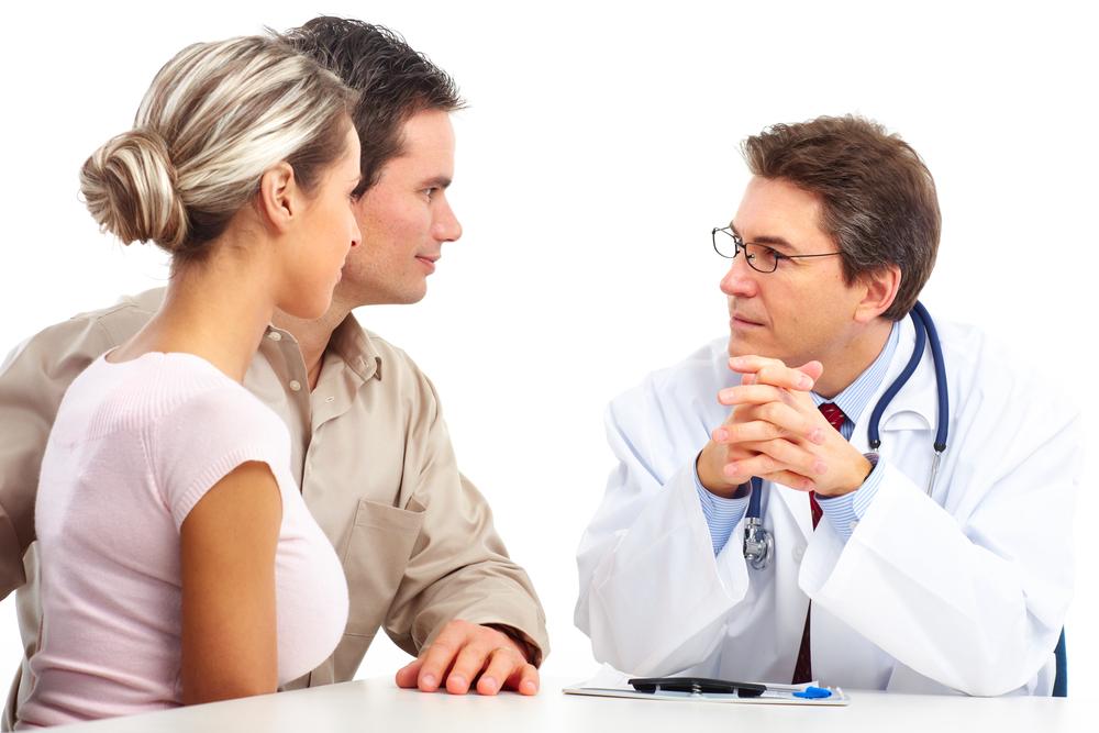 Секс врач делает обследование